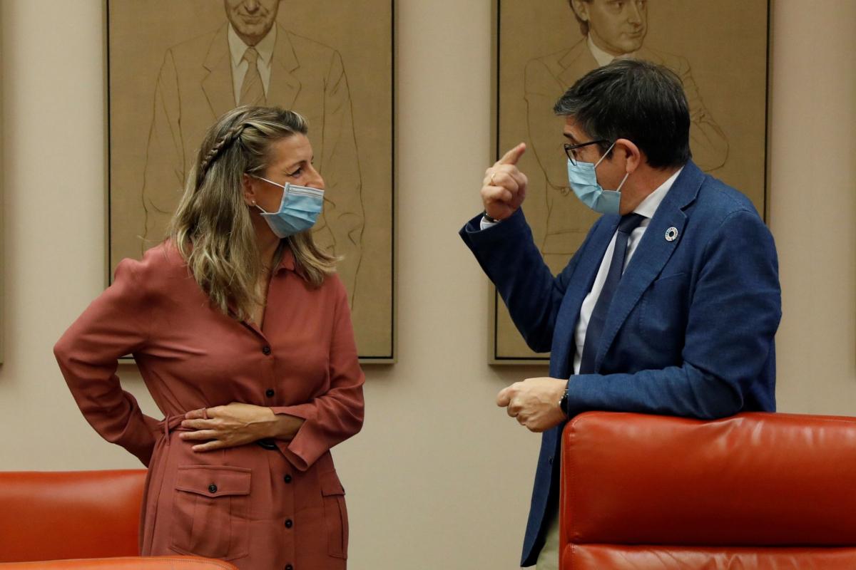 La ministra de Trabajo, Yolanda Díaz, y el socialista Patxi López, en la Comisión para la Reconstrucción del Congreso.