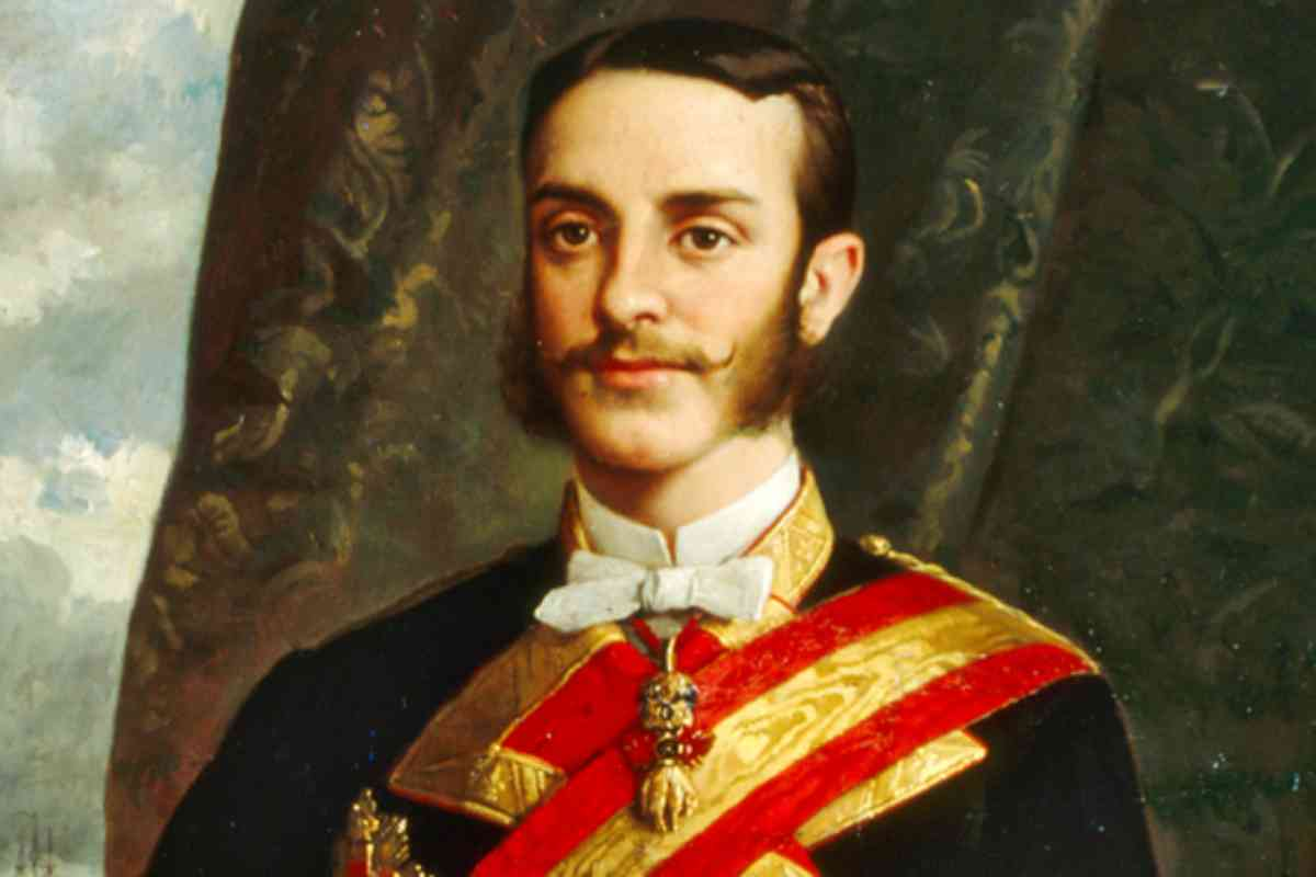 Alfonso XII murió muy joven. Reinó entre 1874 y 1885.