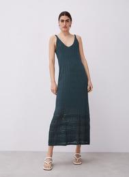 """El vestido de Adolfo Dominguez que demuestra que sexy y comodidad no son incompatibles. Ahora con un <a href=""""https://www.adolfodominguez.com/es/vestido-de-tirantes-de-punto-calado-29213252101?c=2921325211"""" target=""""_blank"""">40% de descuento (99 euros)</a>"""