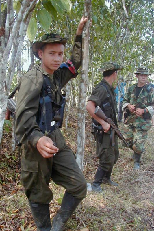 Imagen de archivo de un miembro quinceañero de las FARC, en 2002.