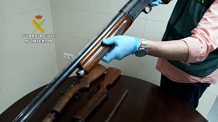 Imagen de la escopeta de caza requisada por la Guardia Civil.