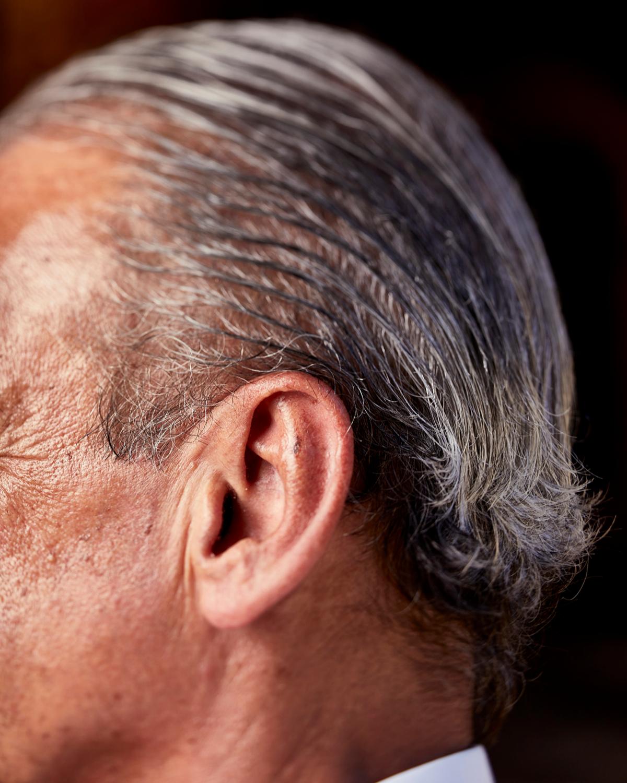 Conde, de 71 años, conserva su pelo engominado hacia atrás. Fue un icono.