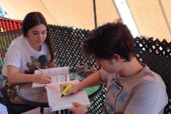 María y Antonio estudian juntos durante los últimos días del estado de alarma.