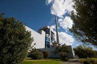 Vista general de las instalaciones de la central térmica que la compañía Viesgo tiene en la localidad de Los Barrios, en Cádiz.