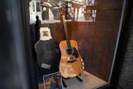 La guitarra subastada de Kurt Cobain