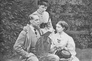 Charles, Mamie y Katey Dickens, en 1865, en Gad's Hill Place, en Kent.