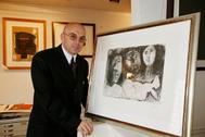 'El Sapo' posa, junto a un grabado de Picasso, en una entrevista concedida a EL MUNDO en 2007