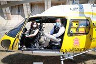 La presidenta regional, Díaz Ayuso, junto al consejero de Justicia e Interior, en un helicóptero de la Comunidad de Madrid.