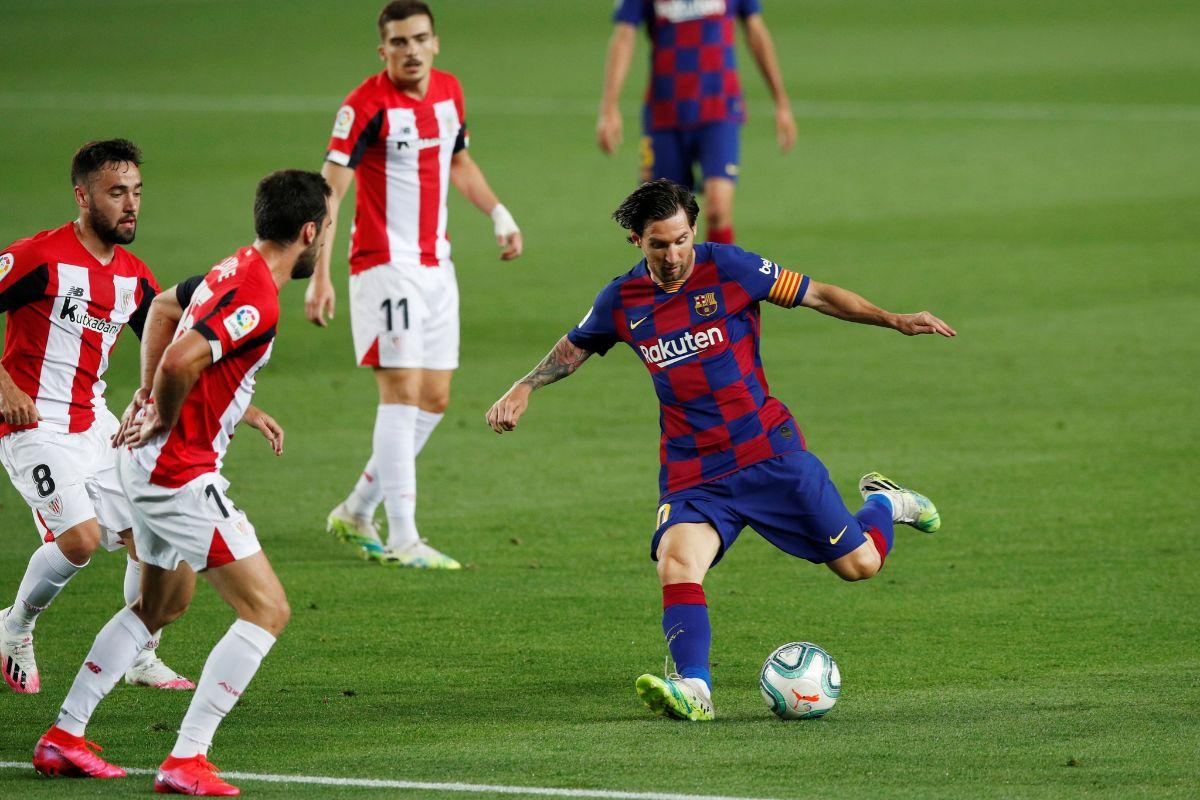 Soccer Football - La Liga Santander - FC lt;HIT gt;Barcelona lt;/HIT gt; v Athletic Bilbao - Camp Nou, lt;HIT gt;Barcelona lt;/HIT gt;, Spain - June 23, 2020 lt;HIT gt;Barcelona lt;/HIT gt;'s Lionel Messi shoots at goal, as play resumes behind closed doors following the outbreak of the coronavirus disease (COVID-19) REUTERS/Albert Gea