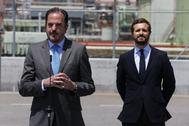 El candidato del PP-Cs a 'lehendakari', Carlos Iturgaiz (izqda.), y el presidente del PP, Pablo Casado, este lunes, en Vizcaya.