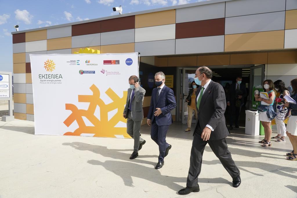 Iñigo Irkullu junto al presidente de Iberdrola,Ignacio Sánchez Galán.
