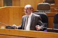 Javier Lambán, durante un debate en las Cortes de Aragón.