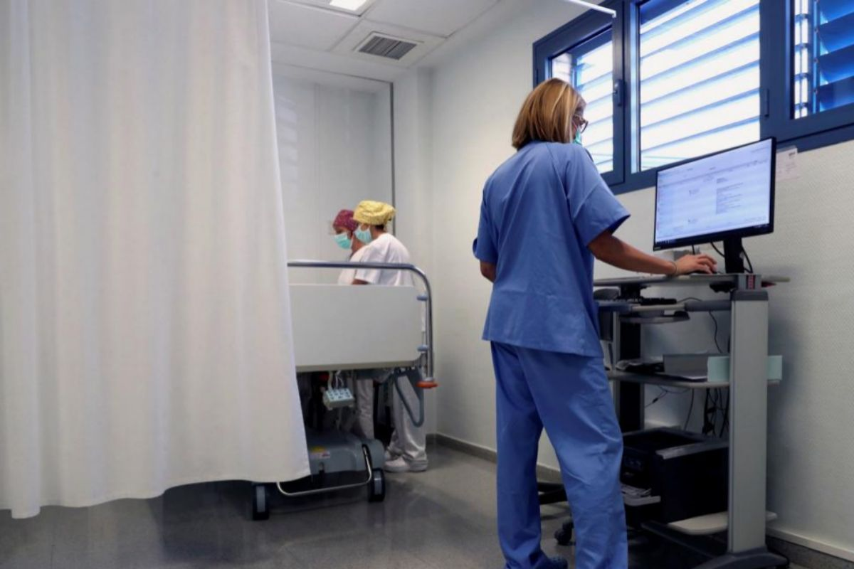 Personal sanitario de Urgencias del centro de salud de Fraga (Huesca).