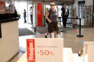Zara, El Corte Inglés, Mango... Arrancan las rebajas de verano, en las que se espera vender un 25% menos