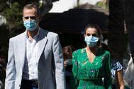 Felipe VI y la Reina Letizia, a su llegada a un hotel de la cadena Iberostar en Palma.