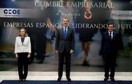 La ministra de Economía Nadia Calviño junto al Rey Felipe VI y el presidente de CEOE, Antonio Garamendi, en la clausura de la Cumbre empresarial