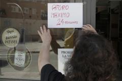 Cartel que indica el aforo máximo de un bar en Carabanchel (Madrid).
