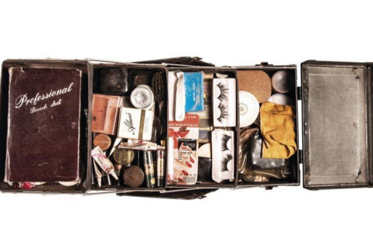 Estuche de maquillaje que perteneció a Divine y que forma parte de la exposición virtual de Loewe.