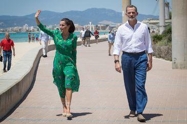 """Los Reyes, a los primeros turistas alemanes: """"¡Gracias y bienvenidos a España!"""""""