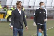 Gutiérrez, en la zona técnica, durante el partido ante el Alcorcón.