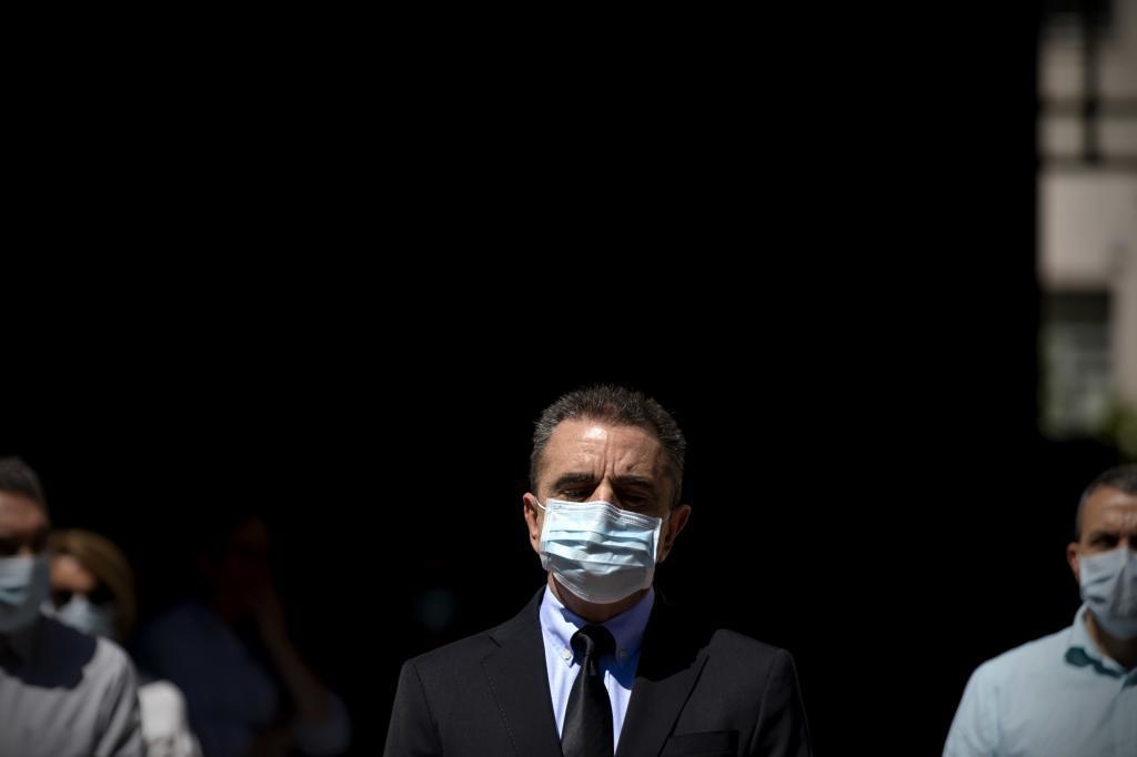 José Manuel Franco, durante un minuto de silencio frente a la Delegación de Gobierno.