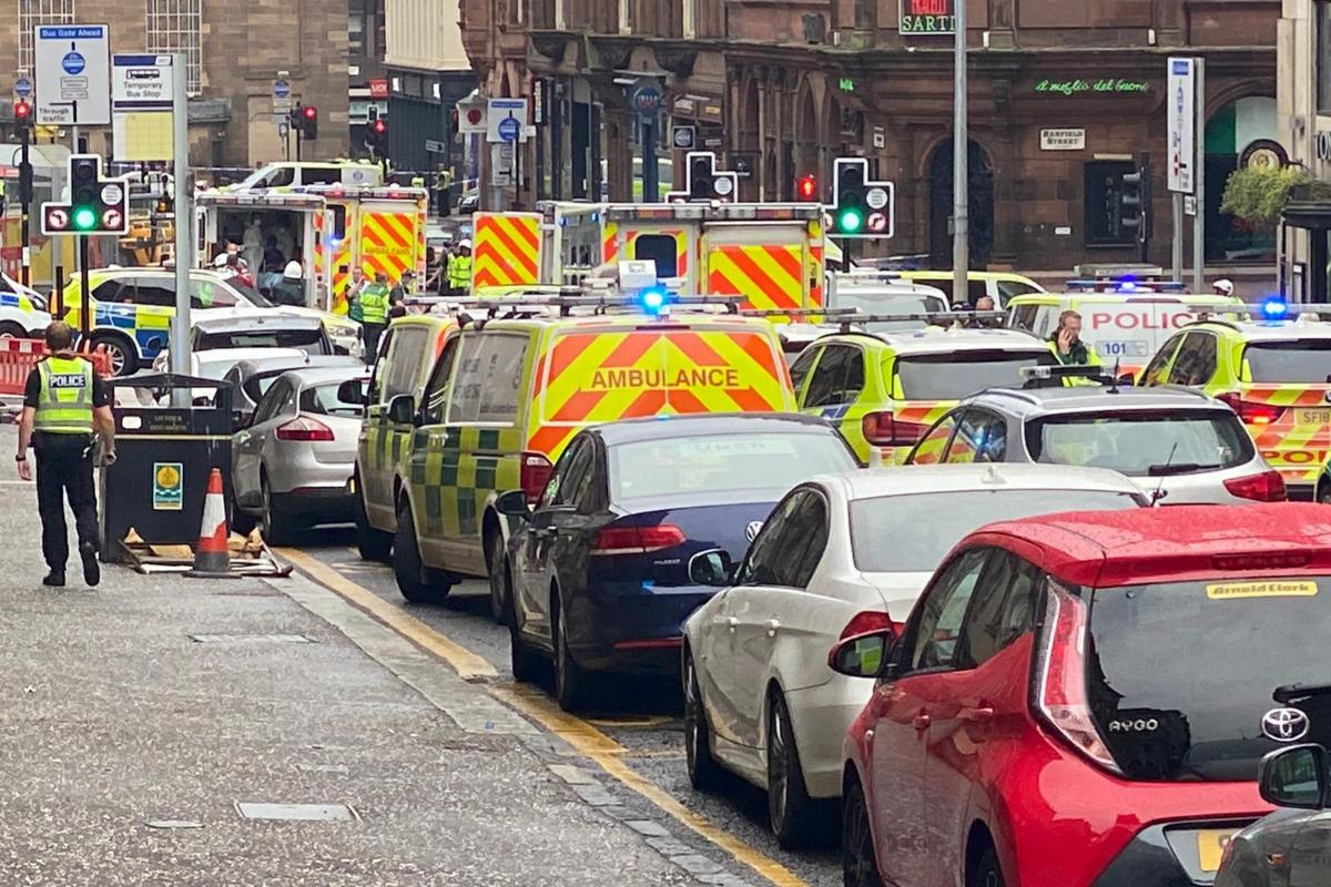 Vehículos de emergencia y de policía, en la escena del ataque en Glasgow.