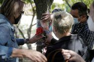 Homenaje a una anciana fallecida en una residencia pública.
