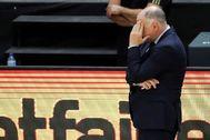 GRAFCVA6264. VALENCIA.- El técnico del Real Madrid, Pablo lt;HIT gt;Laso lt;/HIT gt;, hace un gesto durante el segundo partido de la cuarta jornada del grupo B de la fase final de la Liga Endesa que han disputado ante el Mora Banc Andorra, en el pabellón de la Fuente de San Luis de Valéncia.