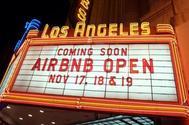 Cartel de promoción de Airbnb.