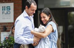 Antonio Suárez-Valdés y Begoña Villacís, tras el nacimientod e su tercera hija.