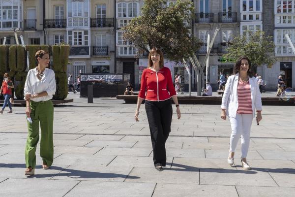 María Chivite, Idoia Mendia y Concha Andreu.