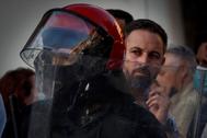 """GRAF8365. SAN SEBASTIÁN.- El presidente de Vox, lt;HIT gt;Santiago lt;/HIT gt; lt;HIT gt;Abascal lt;/HIT gt;, ha anunciado que denunciará al lehendakari, Iñigo Urkullu, por """"delito electoral"""" en un mitin en Irun que se ha celebrado en un clima tenso, plagado de insultos y gritos aunque el fuerte dispositivo policial ha evitado que los manifestantes accedan al lugar donde se ha realizado."""
