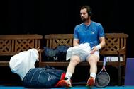 Andy Murray, en el banquillo, durante un entrenamiento.