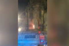 Un incendio provocado daña la estatua de Colón de Barcelona