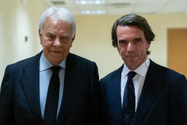 Los ex presidentes del Gobierno Felipe González y José María Aznar.