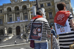 """Pensionistas vascos se manifiestan en Bilbao exigiendo prestaciones """"dignas""""."""