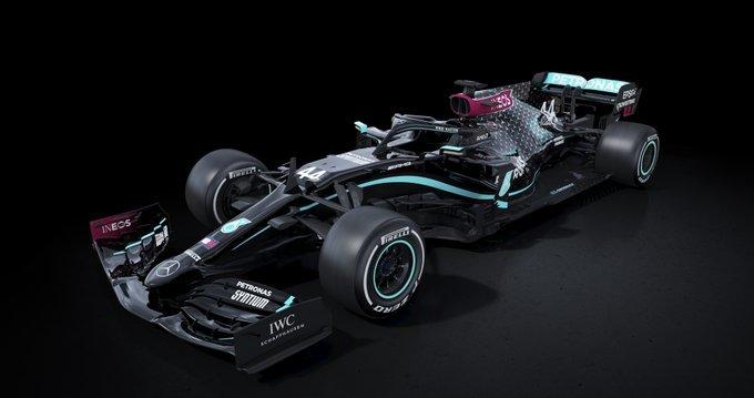 El Mercedes cambia el color plata por el negro este Mundial para luchar contra el racismo