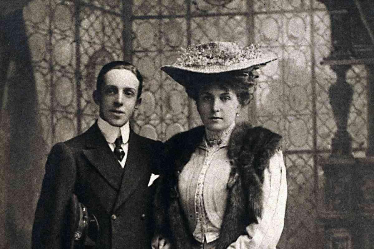Con su esposa, la reina Victoria Eugenia.