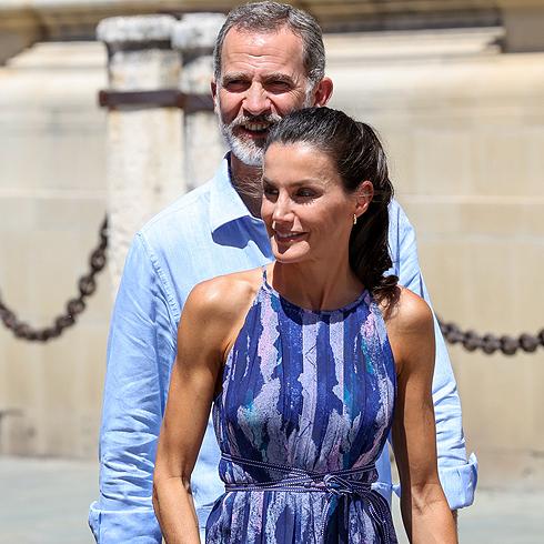 Letizia estrena vestido azul en Sevilla, un acierto 100%