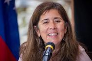"""VZL01. BOGOTÁ (COLOMBIA), 29/06/2020.- Fotografía de archivo de la jefa de la delegación de la Unión Europea (UE) en Caracas, lt;HIT gt;Isabel lt;/HIT gt; lt;HIT gt;Brilhante lt;/HIT gt; Pedrosa, en una rueda de prensa el 2 de mayo de 2018, en Caracas (Venezuela). El presidente de Venezuela, Nicolás Maduro, anunció este lunes su decisión de expulsar del país a la embajadora de la UE, lt;HIT gt;Isabel lt;/HIT gt; lt;HIT gt;Brilhante lt;/HIT gt; Pedrosa, en las próximas 72 horas. He decidido """"darle 72 horas a la embajadora de la UE en Caracas para que abandone nuestro país"""", dijo el mandatario durante un acto de entrega de reconocimiento a periodistas venezolanos."""