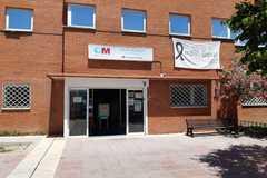 Puerta del centro de salud de San Sebastián de los Reyes donde falleció el hombre de 47 años.