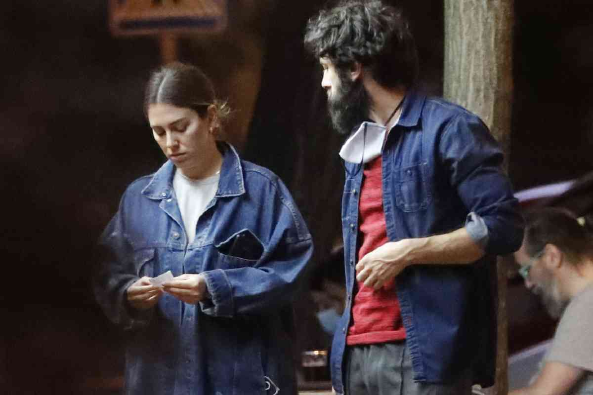 La actriz y su pareja, el también actor Javier Rey, hace unos días, en una terraza de la capital.