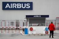 """Airbus anuncia el despido de 900 trabajadores en España una semana después de que Pedro Sánchez dijera que tenía un """"futuro prometedor"""""""