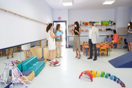 Begoña Villacís y José Aniorte visitan la escuela infantil Las Viñas