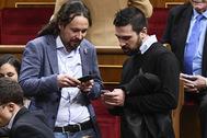 El líder de Podemos, Pablo Iglesias (izqda.), y Ramón Espinar, en 2018.
