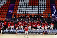 Los jugadores del Baskonia celebran el título de Liga.