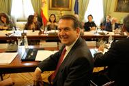 El presidente de la FEMP y alcalde de Vigo, Abel Caballero, en una reunión, en febrero.