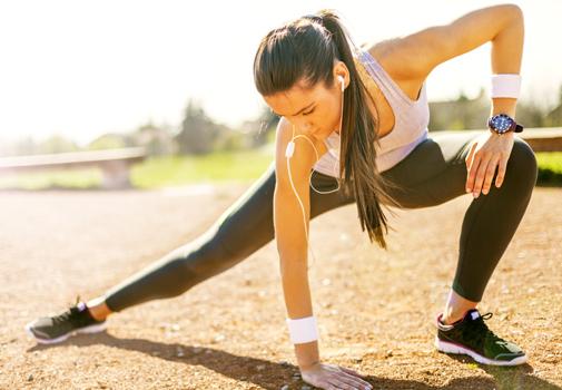 Una rutina total body de 15 minutos para marcar músculo y quemar grasas
