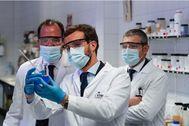 Pablo Casado, en una vista a la empresa Zorelor, en Vitoria, junto a el candidato a la Lehendakaritza de la coalición PP+Cs, Carlos Iturgaiz, este miércoles. Tarek/PP