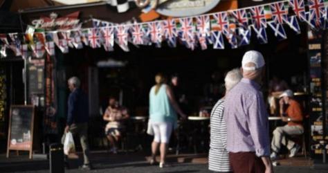 Pub con banderas británicas en Benidorm.